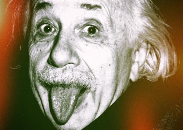 Эйнштейн радуется открытию научно-позновательного журнала Alfaed.ru