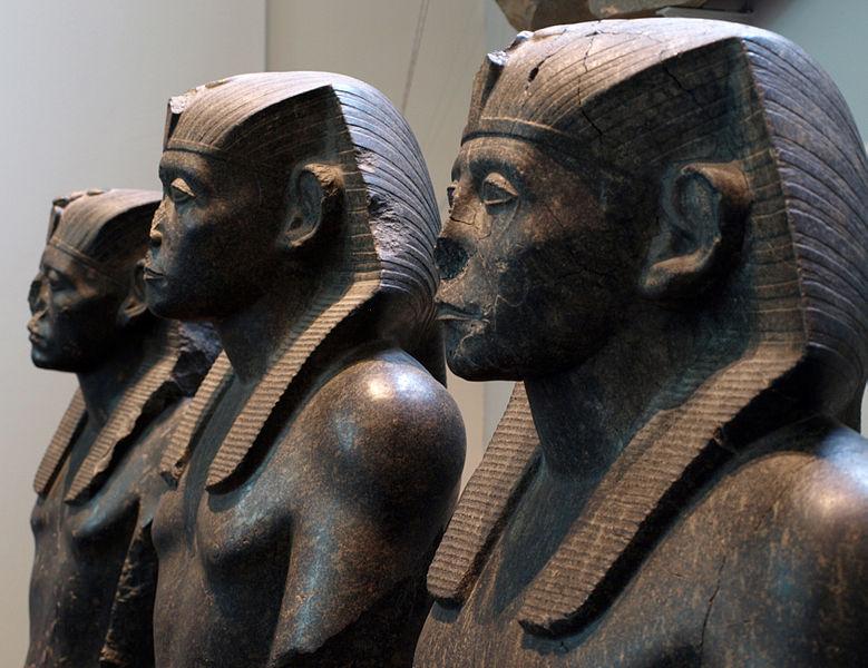 статуи в Древнем Египте