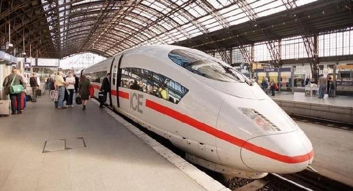 Высокоскоростной поезд Германии ICE.
