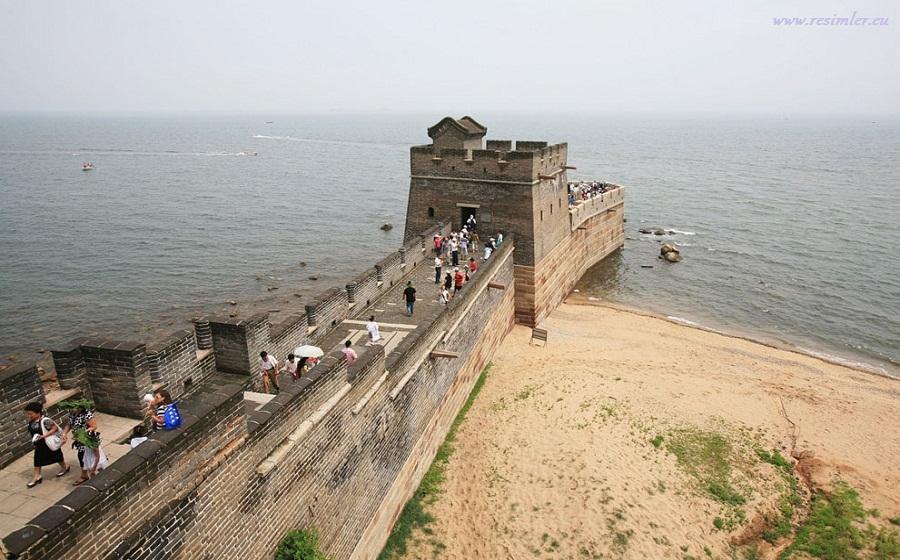 Чем известна Великая Китайская Стена?