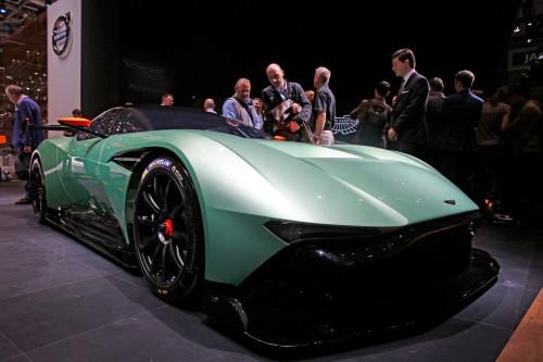 Потрясающий суперкар Aston Martin Vulcan с идеальной фактурой.