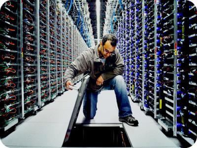 Кому принадлежит идея перенесения работы правительства в интернет?