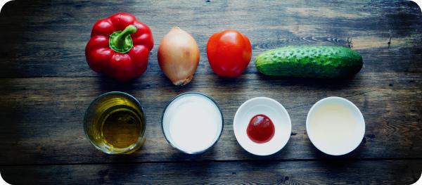 Основные ингридиенты для супа гаспачо.