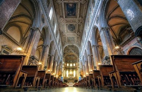 Внутри собора Святого Януария.